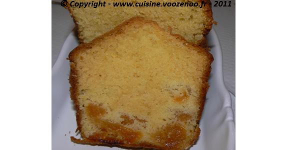 Cake aux abricots moelleux slider