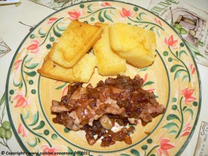 Escalopes de dinde aux oignons confit et Polenta oignons presentation