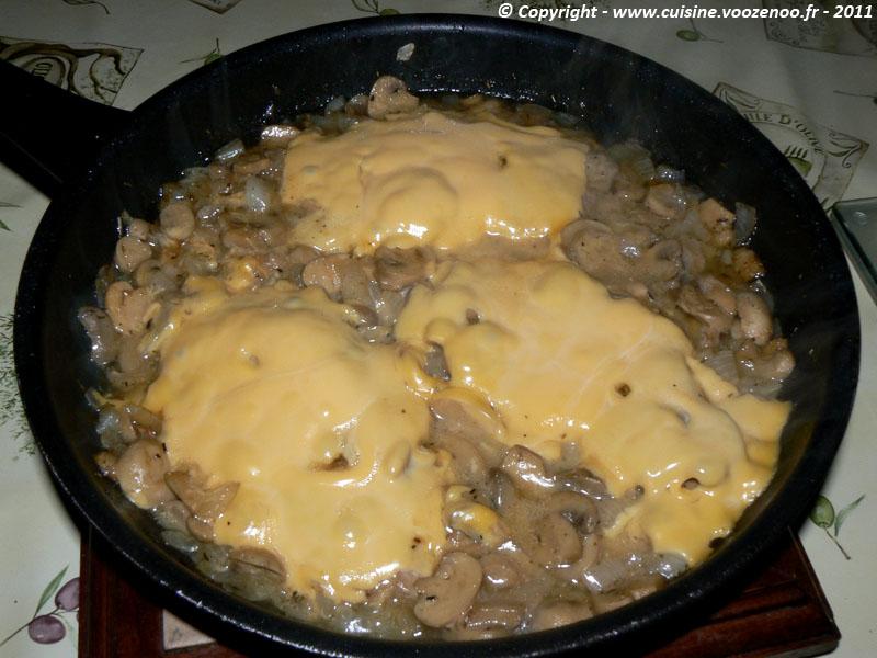 Côtes de porc au fromage fondant et champignons fin