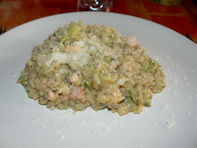 Risotto au brocolis, saumon et parmesan presentation