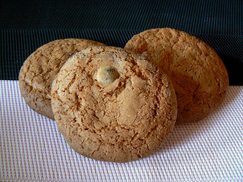 Cookies aux grains de cafe enrobes au chocolat presentation