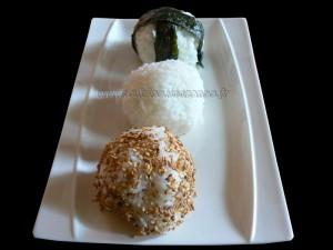 Onigiri, boulettes de riz au saumon et brocolis fin
