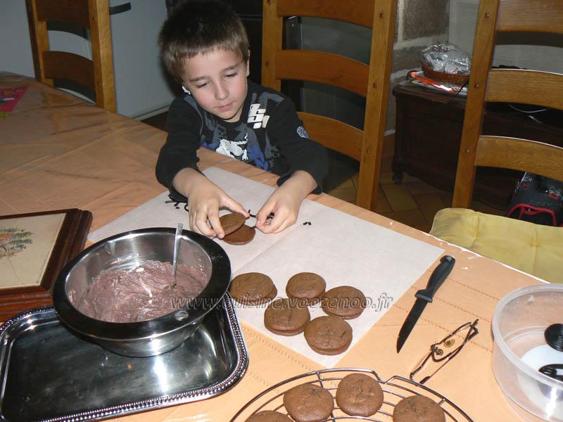 """Whoopies """"araignees"""" au chocolat etape4"""