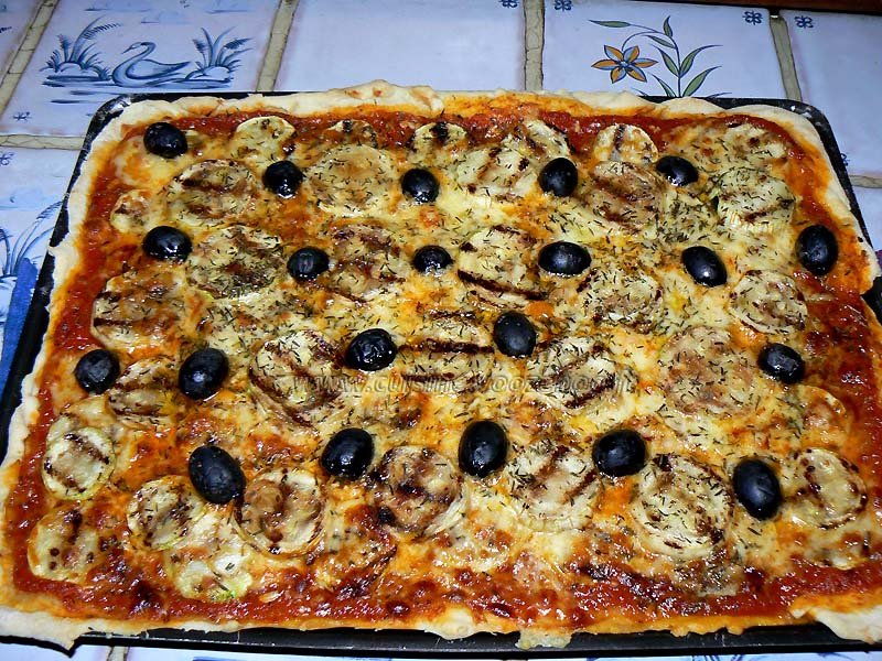Pizza gourmande aux courgettes grillees fin