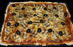 Pizza gourmande aux courgettes grillees presentation
