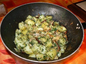 Cuisse de dinde sauce moutarde et poelée de cepes-pommes de terre fin
