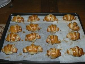 Mini croissants au saumon fume et fromage frais fin