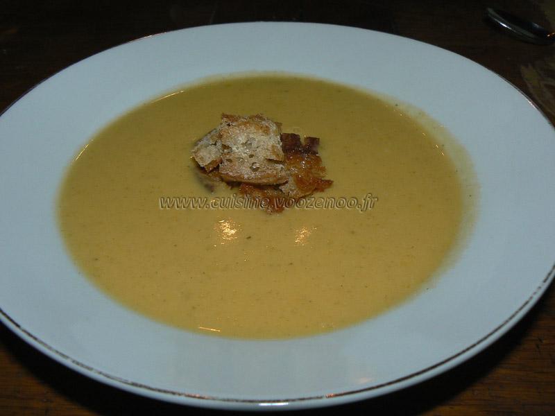 Soupe de courge butternut orangee presentation