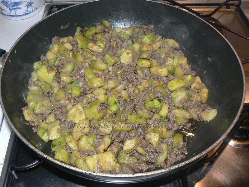 Crêpes fourrées aux courgettes et viande hachée etape1