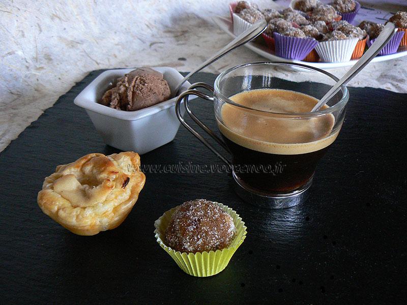 Café gourmand crémeux fondant croquant presentation