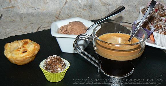 Café gourmand crémeux fondant croquant une