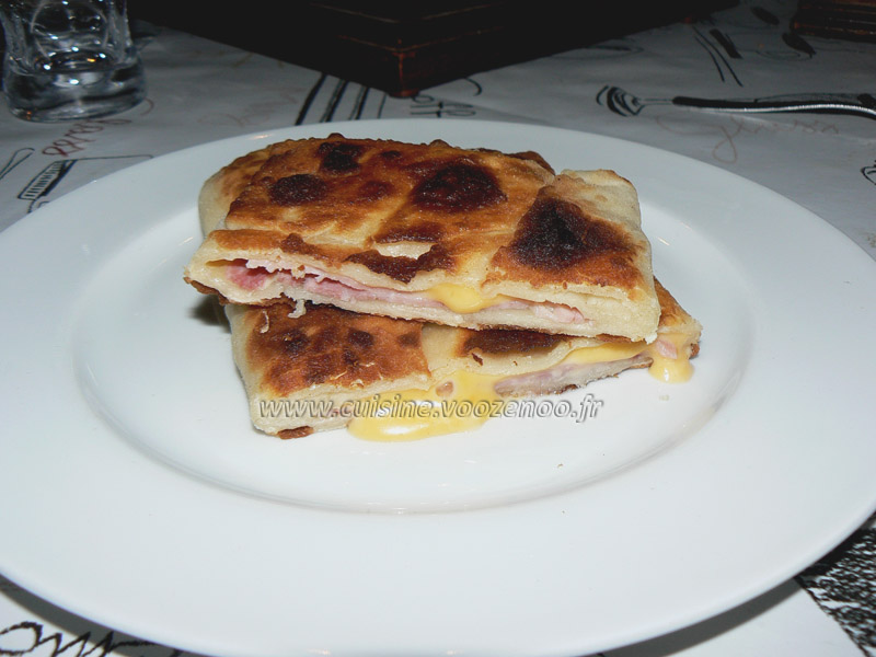 Naans jambon fromage presentation
