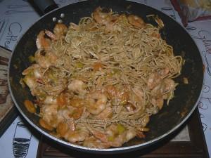 Nouilles chinoises sautées au lait de coco, crevettes fin