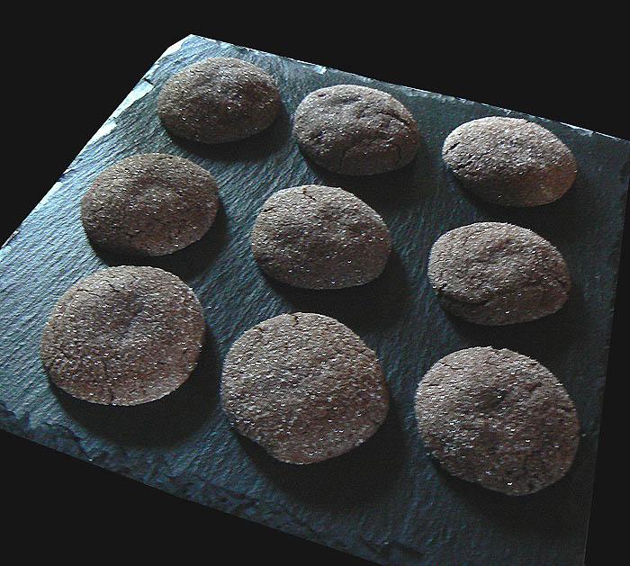 Cookies au chocolat avec coeur tendre au beurre de cacahuete fin