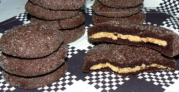 Cookies au chocolat avec un coeur tendre au beurre de cacahuète