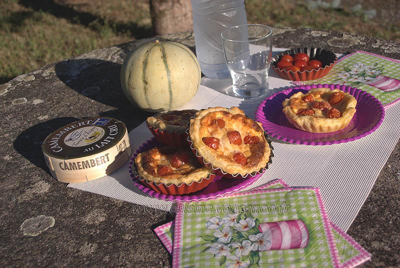 Tartelettes aux tomates cerises, parmesan et basilic presentation
