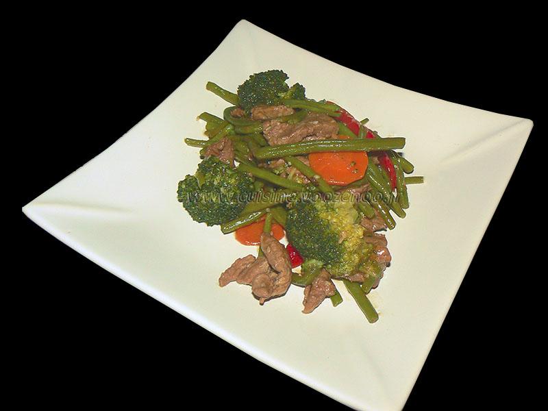 Wok de boeuf saute aux legumes croquants presentation