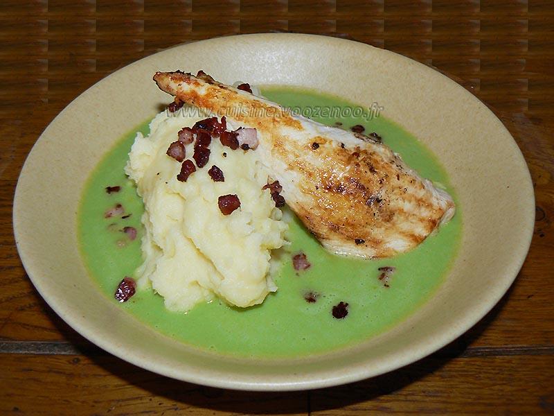 Blancs de poulet grillés, crème de petits pois et pureé maison fin