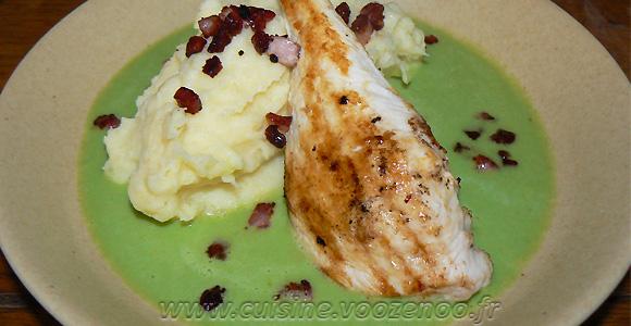 Blancs de poulet grillés, crème de petits pois et purée maison