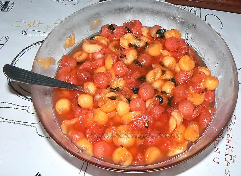 Salade de melon, pasteque et menthe etape