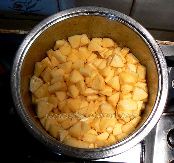 Chantilly au carambar sur confit de pommes etape2