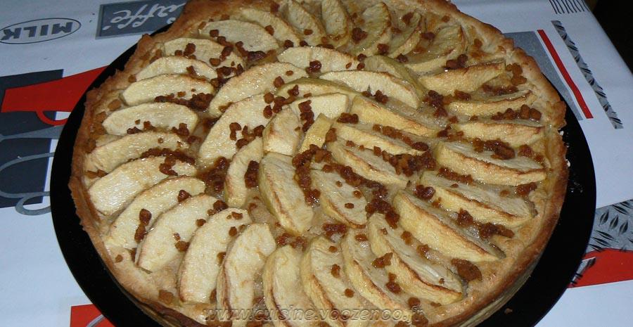 Tarte aux pommes, crème de mascarpone et miettes de spéculoos slider