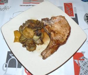 Côtes de porc et legumes marines fin