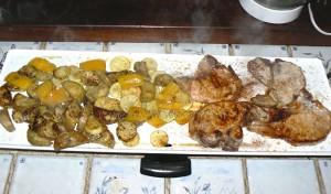 Côtes de porc et legumes marines presentation