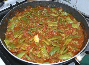 Haricots plats, sauce provençale et bâtons de porc etape3