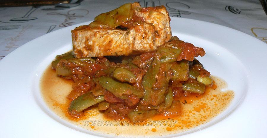 Haricots plats, sauce provençale et bâtons de porc slider