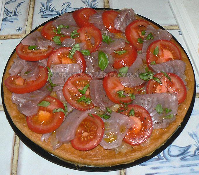 Tarte feuilletée fine au thon frais et tomates fin