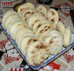 Batbouts farcis a la viande et aux legumes, sauce epicee etape7