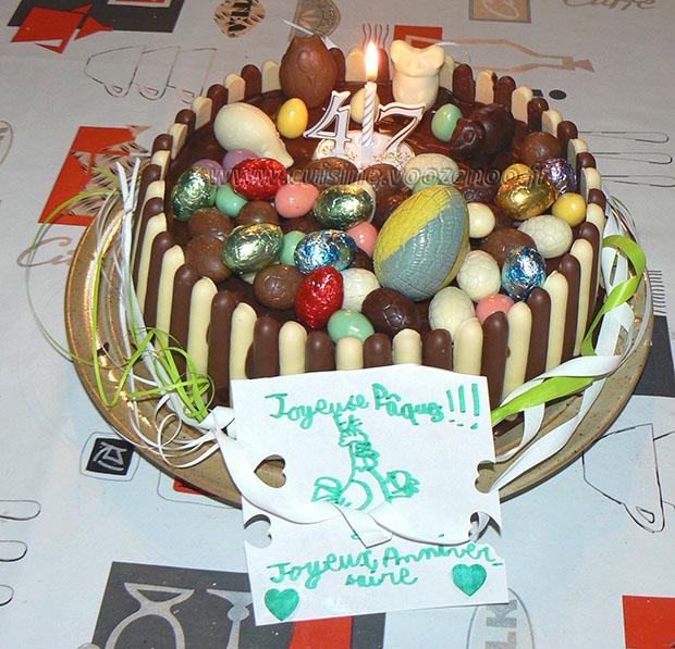 Gâteau au chocolat, finger et fruits rouges pour paques fin