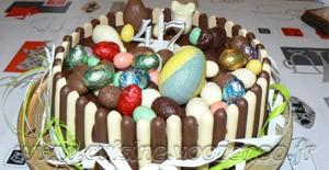 Gâteau au chocolat, finger et fruits rouges pour paques une