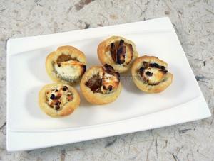 Mini tartelettes aux oignons confits et chèvre fin