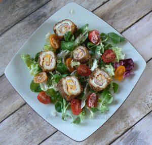 Pains de mie farcis, roulés et panés en salade presentation