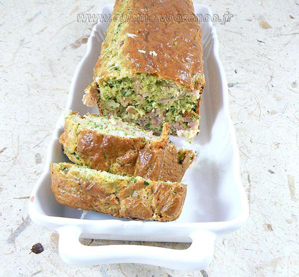 Cake aux fines herbes et jambon presentation
