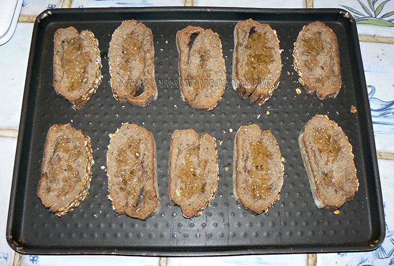 Tartines aux senteurs du sud aubergines ail et thym etape1