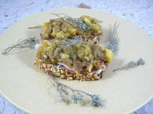 Tartines aux senteurs du sud aubergines ail et thym presentation