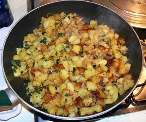 Poêlée de pommes de terre ail et persil, cantal vieux etape2