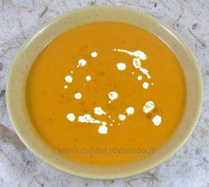 Soupe de patates douces au lait de coco presentation