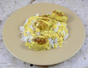 Boulettes de poulet, sauce coco et citron vert presentation
