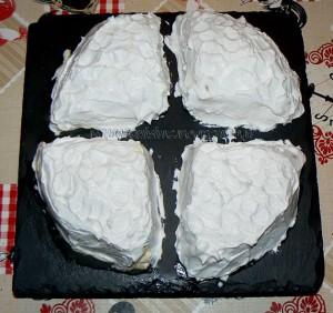 Gâteau de crêpes aux pommes, caramel beurre salé et meringue italienne fin
