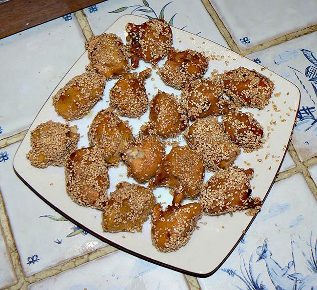 Beignets de banane caramelisées aux graines de sesame fin