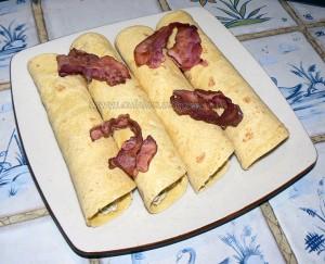 Snacks roulés avocat, tomates confites et lard grillé etape 2