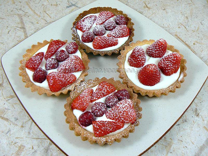 Tartelettes fraises – framboises gourmandes presentation