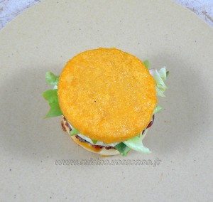 Hamburger de polenta au paprika steak de boeuf et chorizo fin