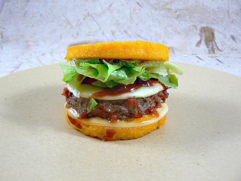 Hamburger de polenta au paprika steak de boeuf et chorizo presentation