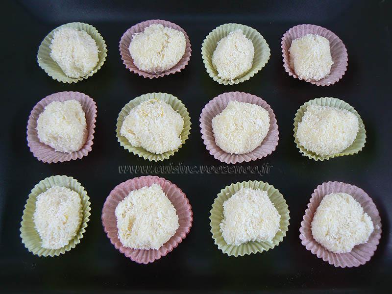 Bouchees fondantes au chocolat blanc coco et rhum presentation