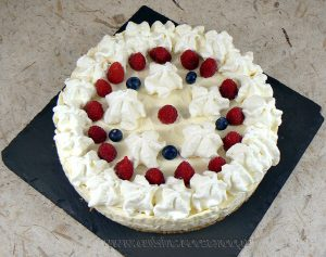 Cheesecake au chocolat blanc, framboises et myrtilles fin2